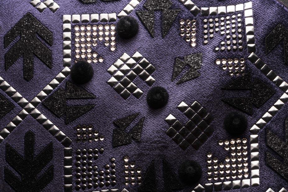 Applicazione borchie e strass termoadesivi - applicazione borchie ABS - laseratura e applicazione patch